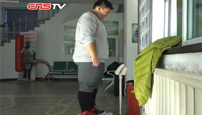 610斤母女因吃饭视频被恶搞怒减320斤!